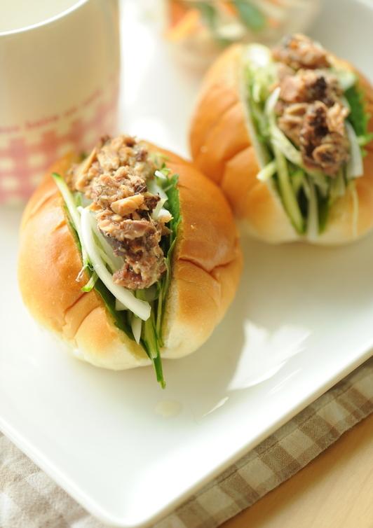 サンマ缶と大葉の和風サンドイッチ