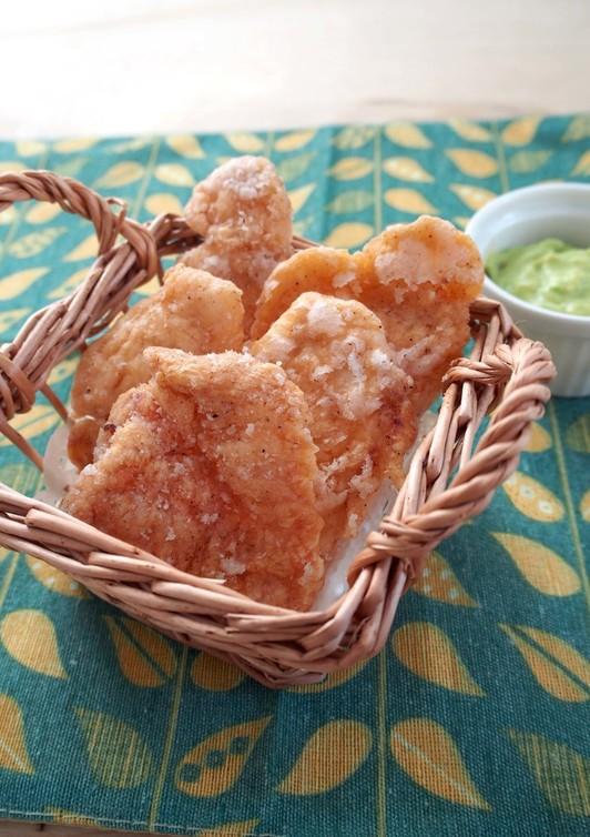鶏ささ身のパリパリ揚&アボガドディップ