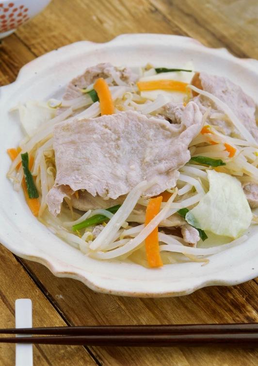 豚肉とカット野菜で中華風フライパン蒸し