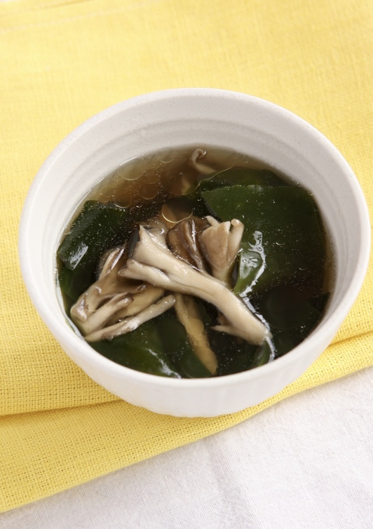 わかめとまいたけの中華スープ