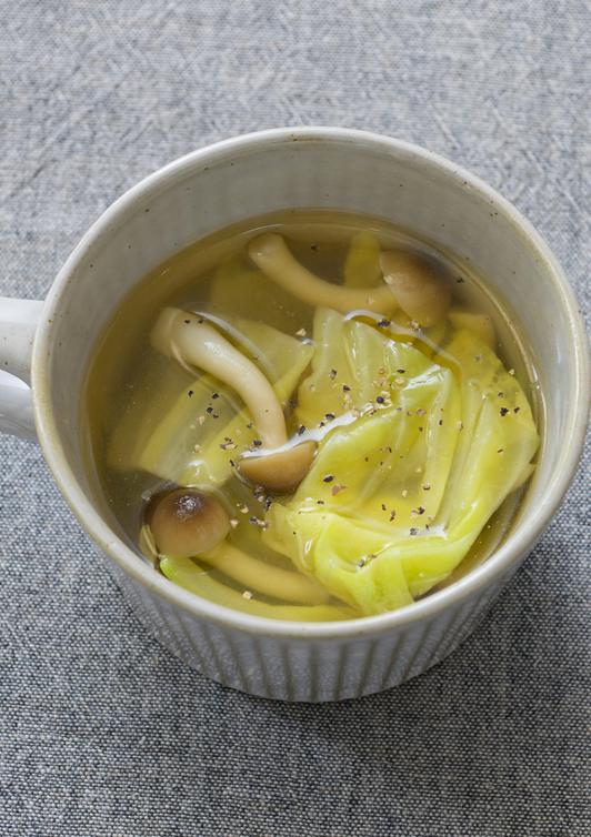 春キャベツときのこのコンソメスープ
