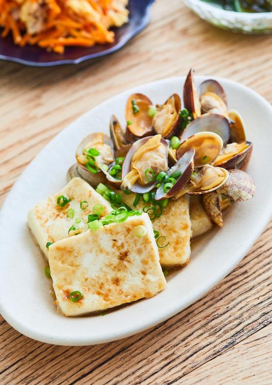 豆腐ステーキ あさりのバター醤油ソース