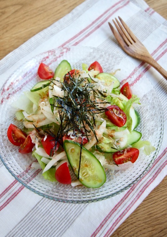 レタスとしらすのサラダ