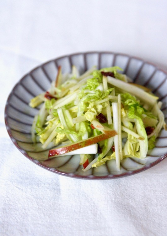 白菜とりんごの簡単サラダ