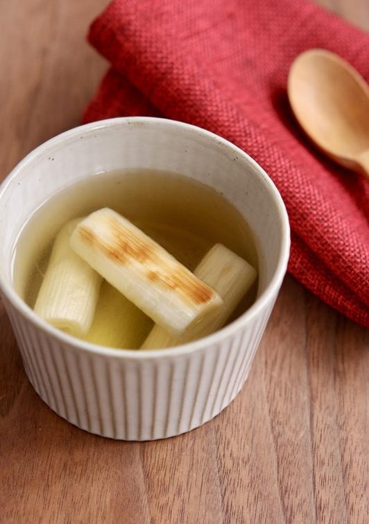 焼き葱のコンソメスープ