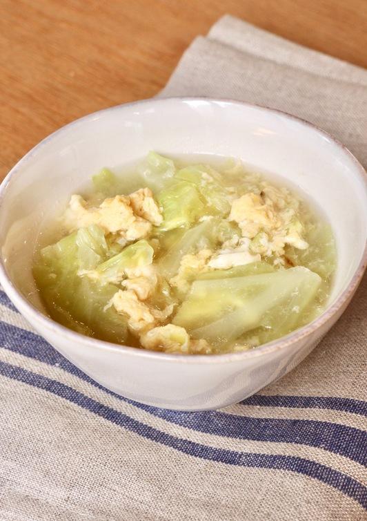 炒めたキャベツの中華スープ