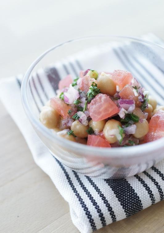 持ち寄りに ひよこ豆とトマトの簡単サラダ