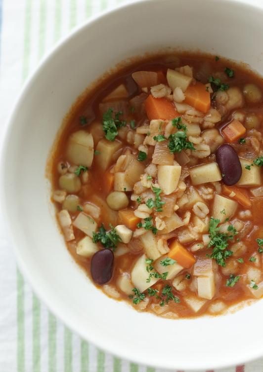 お豆と押し麦のミネストローネスープ
