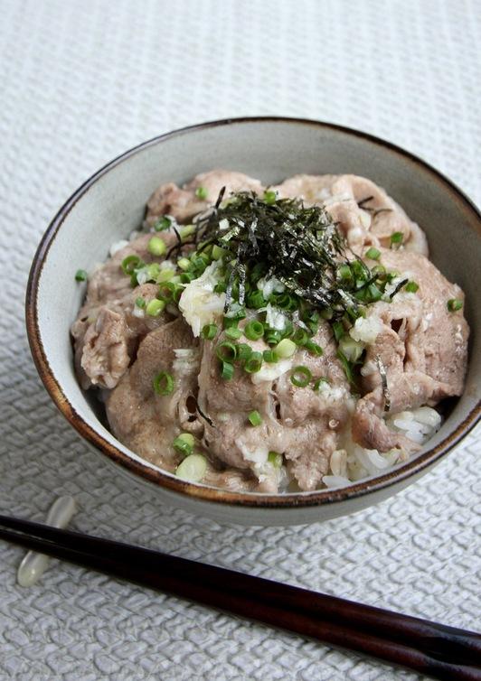 ねぎ塩レモン 豚丼