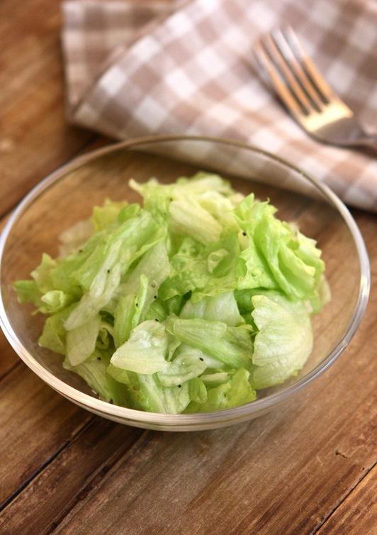 ポリ袋で混ぜるレタスのさっぱりサラダ