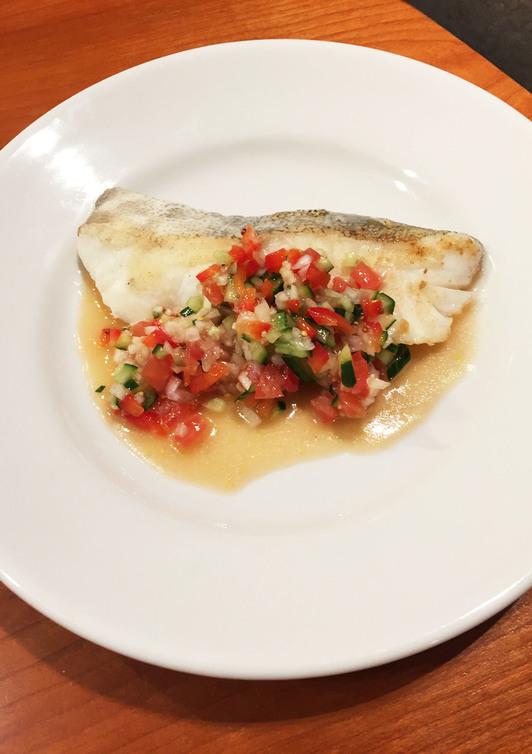 白身魚と新玉ねぎのラビゴットソース