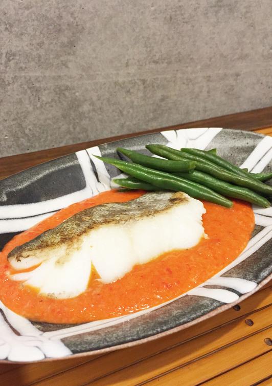 白身魚のパプリカソース