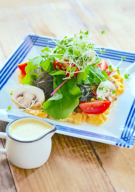 スクラブルエッグのサラダ ツナとアマニ油の自家製マヨネーズ