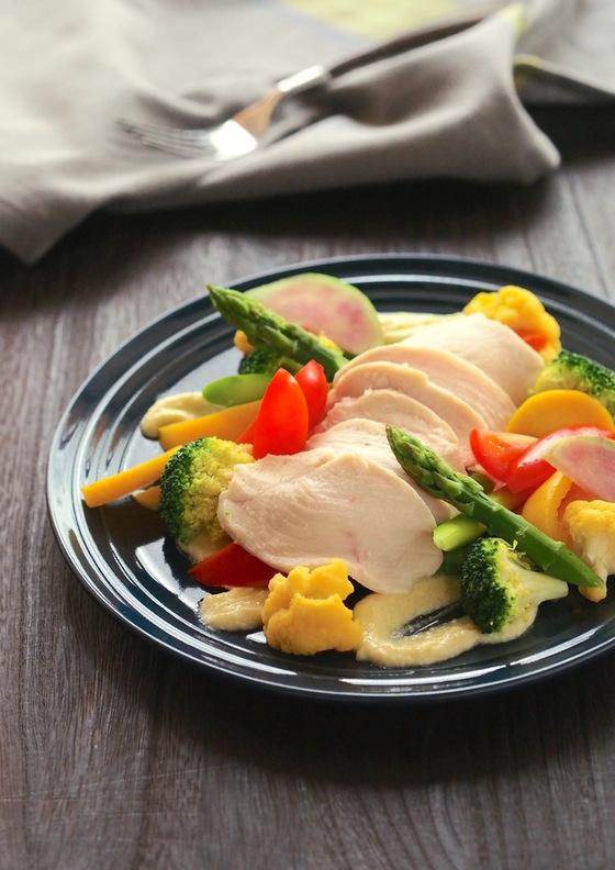 鶏肉と蒸し野菜サラダ 豆腐チーズMCTオイルドレッシング