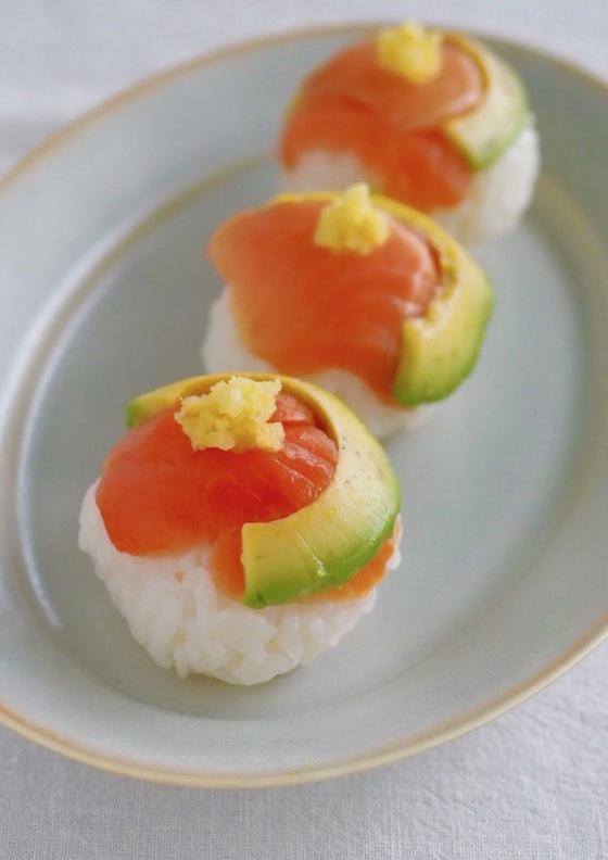 ラップでかんたん サーモンの手まり寿司