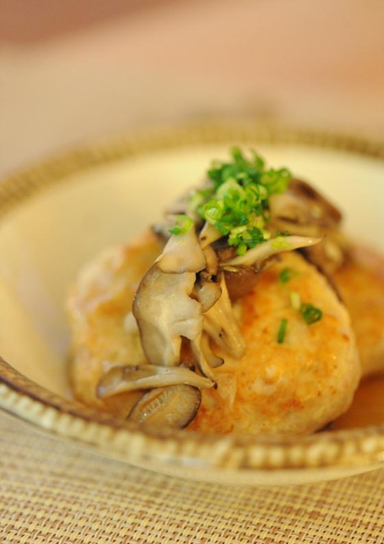 お豆腐入り 鶏ハンバーグきのこあんかけ
