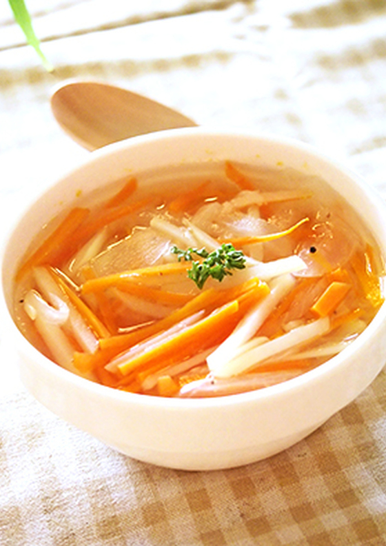 玉ねぎとニンジンの食べるコンソメスープ