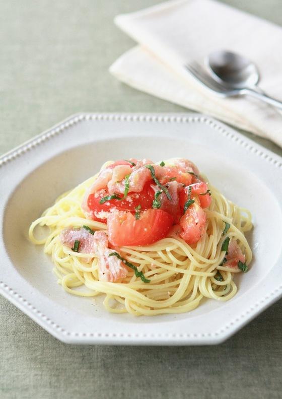 簡単トマトと生ハムの冷製パスタ