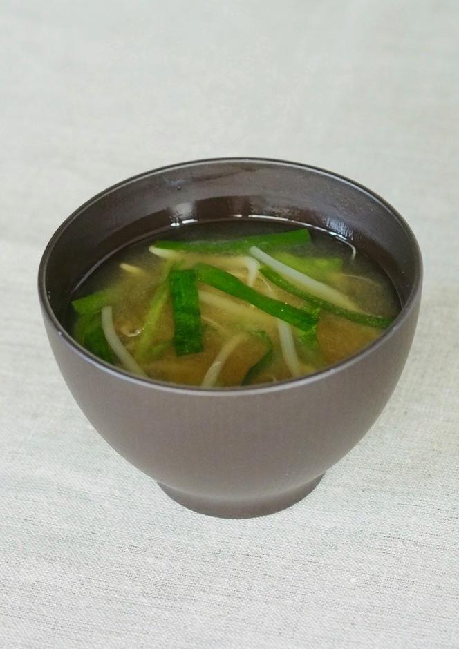 お味噌汁 もやしとニラのお味噌汁