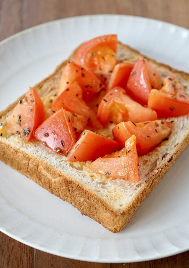 朝食 ランチに ジューシートマトトースト