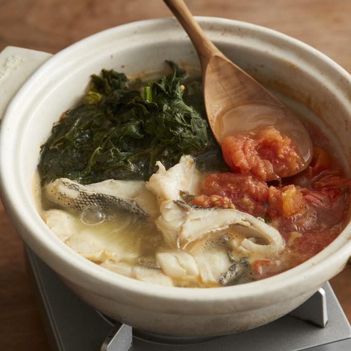 たら・トマト・春菊のオリーブ鍋