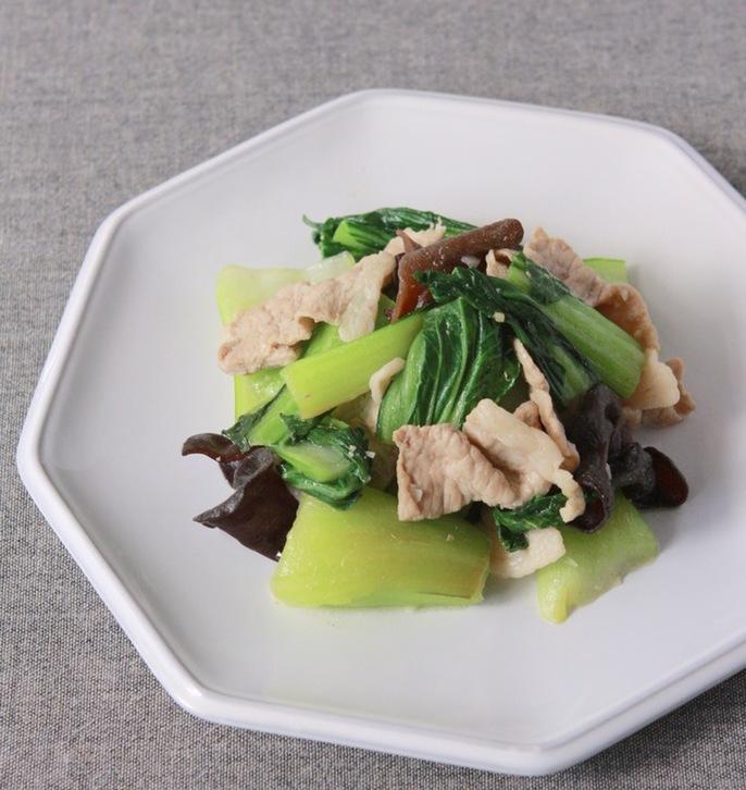 チンゲン菜きくらげ豚肉のにんにく塩炒め