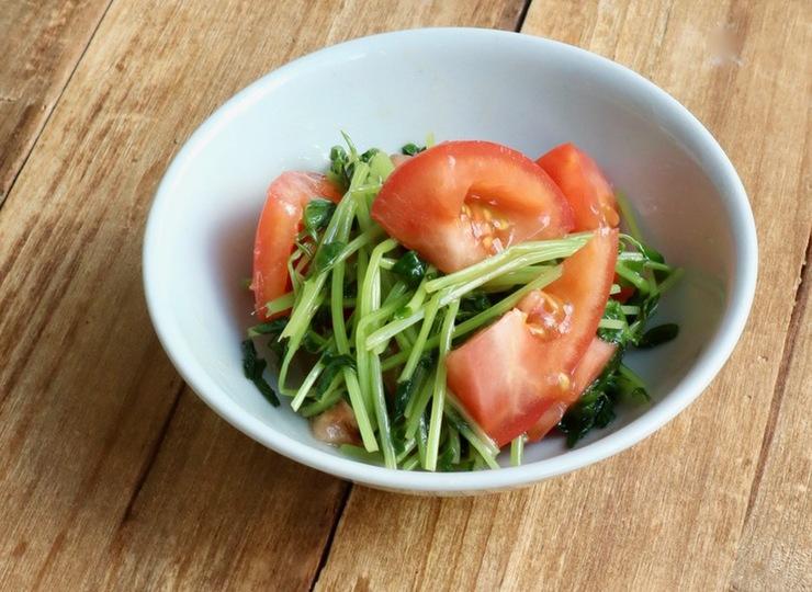 簡単 豆苗とトマトの甘いナムル