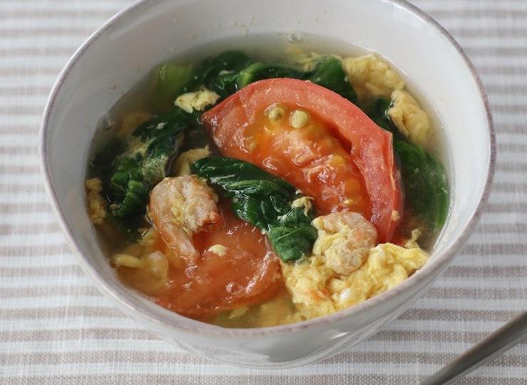 チンゲン菜とトマトの中華風たまごスープ
