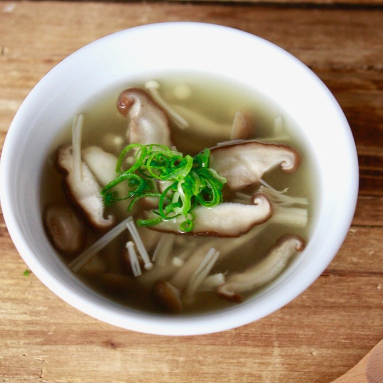 簡単ヘルシー きのこたっぷりスープ
