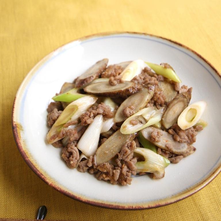 豚ひき肉とごぼうの辛みそ炒め