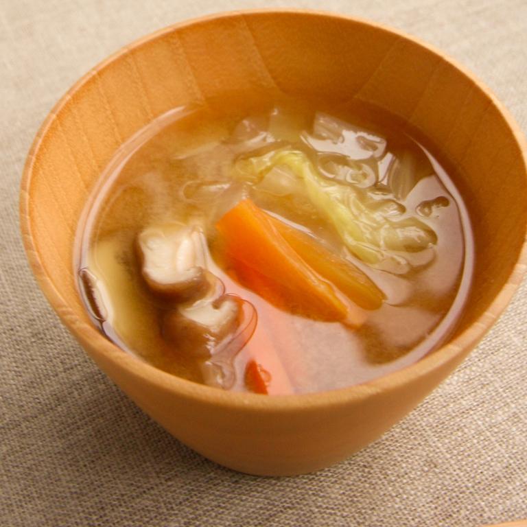 白菜とにんじんのみそ汁