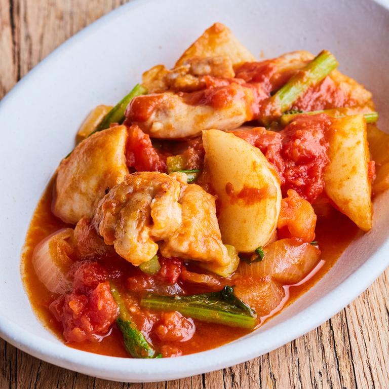 鶏肉とかぶと玉ねぎのトマト煮込み
