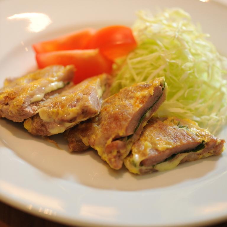 豚ヒレ肉のしそチーズピカタ