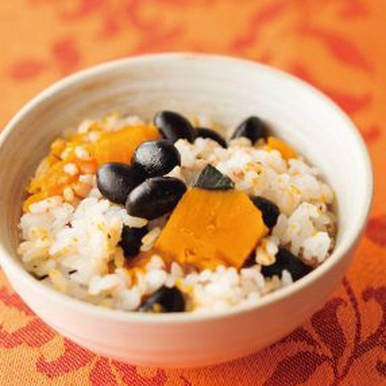 蒸し黒大豆とカボチャの三穀ご飯