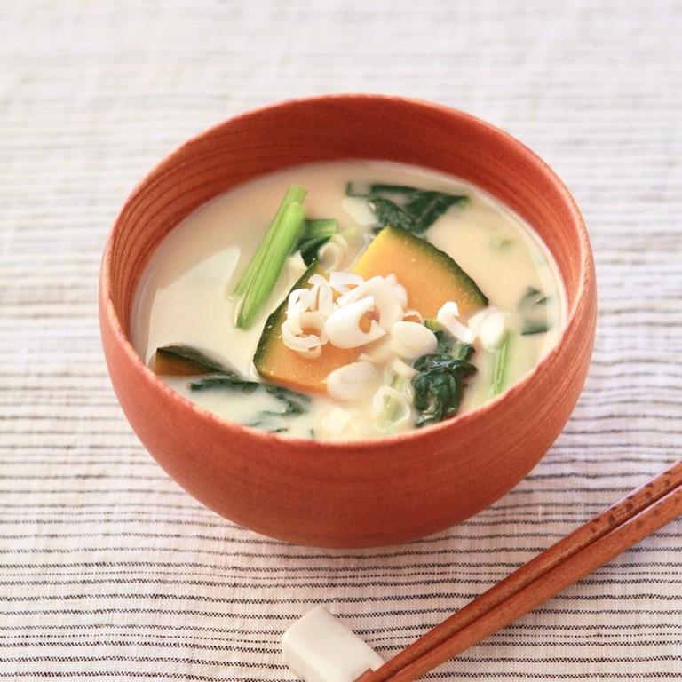 かぼちゃと小松菜のミルク味噌汁