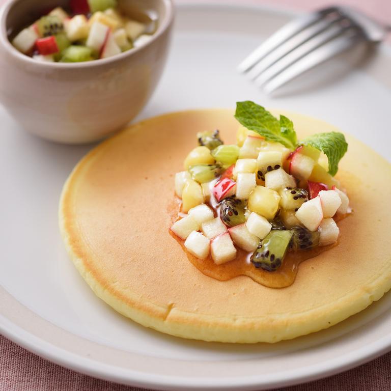 パンケーキ アガベシロップのフルーツマリネがけ