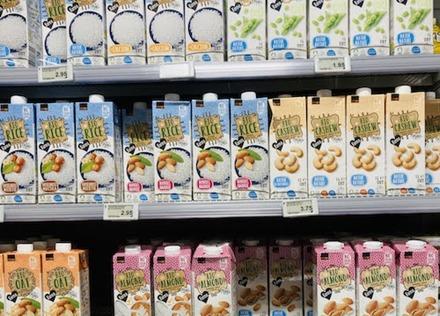 「スイスの食卓から」第1回:牛乳、豆乳だけじゃない。世界で飲まれている多様なミルクの種類と栄養とは? 文・安藤友梨