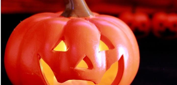 ハロウィンを楽しむ。かぼちゃとりんごのお菓子
