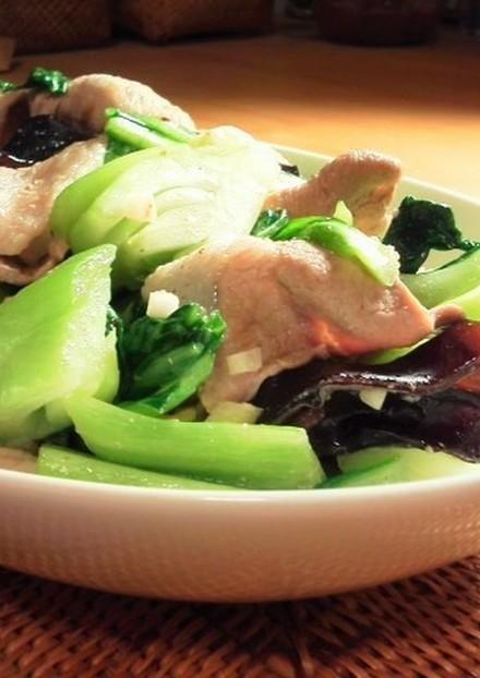 青梗菜きくらげ豚肉のにんにく塩炒め