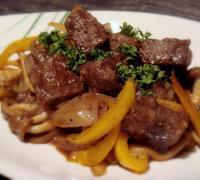 サイコロステーキと野菜のバルサミコソテー