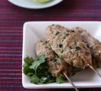 パクチーと豚ひき肉のエスニック串焼き