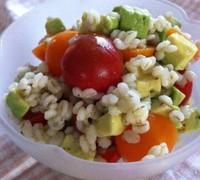 【菜食】押し麦とアボカドとトマトのサラダ