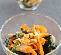 ヒラヒラ人参とワカメの中華サラダ