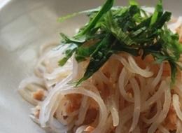 低カロリー 糸コンと鮭の柚子胡椒炒め