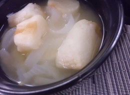 玉ねぎと小町麩の味噌汁
