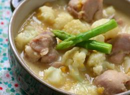 カリフラワーと鶏肉のクリームコーン煮