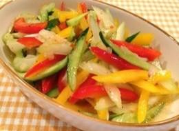 セロリとパプリカと胡瓜のサラダ