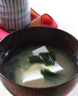 生ワカメと豆腐のお味噌汁
