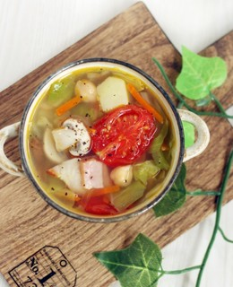 コンソメ不使用 野菜たっぷり塩麹スープ