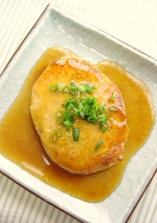 鶏ひき肉と厚揚げのあんかけバーグ
